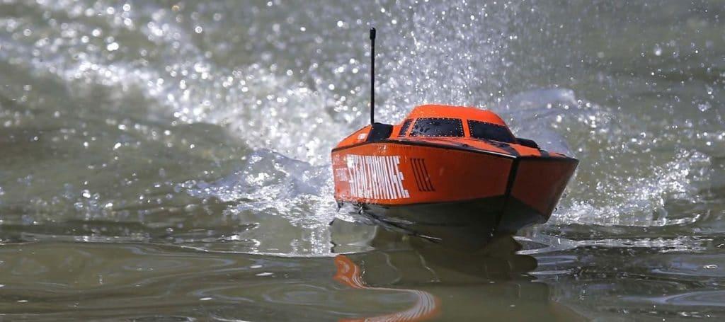 Stealthwake bateau radicommandé