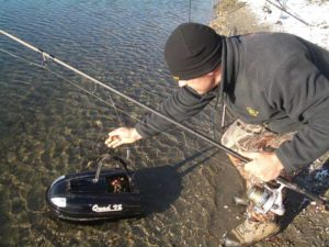 Comment pêcher avec un bateau amorceur